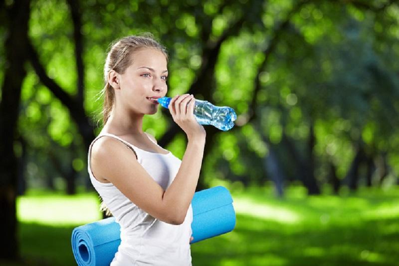 Девушка похудела от воды